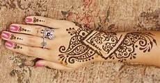 henna designs origin popular motifs and their