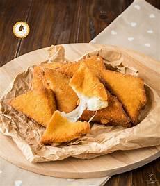 mozzarella in carrozza giallo zafferano come fare la mozzarella in carrozza fritta al forno perfetta