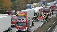 20 10 2015 Schwerer Unfall Auf Der A61 Nach Lkw Panne