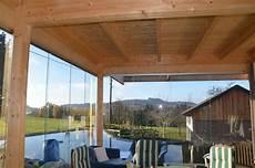 dachueberstand schutz vor wind und terrasse anbau mit glas schutz vor wind regen und