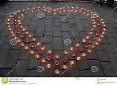 candele a forma di fiore candele a forma di cuore fotografia stock immagine