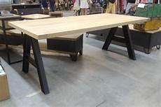 table de repas style industriel en ch 234 ne et pieds en ipn