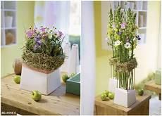 gestecke mit hortensienblüten landliebe gestecke mit heu umkr 228 nzt tiziano design