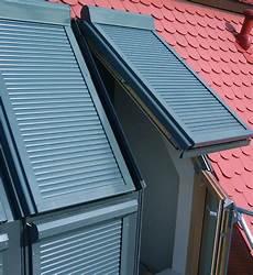 dachfenster rolladen sch 252 tzen vor sonne wohndachfenster
