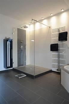 begehbare dusche mit glas und podest begehbare dusche