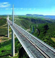 clermont ferrand millau viajar viajar viaducto millau millau francia