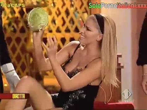 Emma Marrone Che Scopa