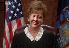 judge judy hairstyle pictures judge judy haircut