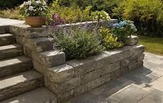 Garten Mit Profil Hanggestaltung Mit Gartenmauern