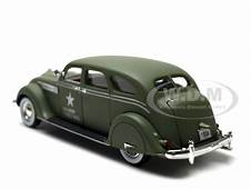 1936 Chrysler Airflow Army Green 1/32 Diecast Model Car
