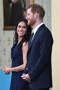 prinz harry und meghan prince harry s hold with meghan markle in