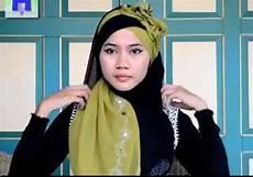 Cara Memakai Jilbab Wisuda