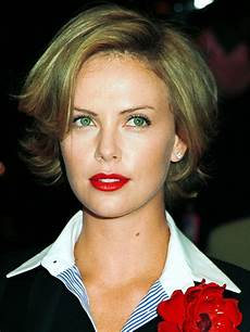 pictures charlize theron hair styles and colors through the years charlize theron short bob