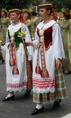 935 best world s traditional clothing images traditional outfits traditional dresses folk