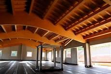capannoni in legno lamellare progettazione tetto in legno lamellare cantina montezovo