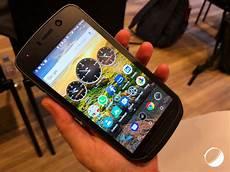 land rover explore le smartphone d aventuriers aux