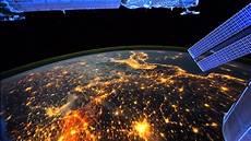 Nasa Space Fly Around Earth Beautifull Nasa Iss