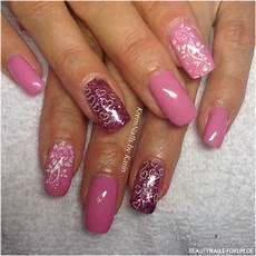 rosa nägel mit glitzer geln 228 gel m 228 dchentraum in rosa und glitzer nageldesign