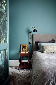 petrol wandfarbe schlafzimmer 5 tips for matching colors with walls and furniture
