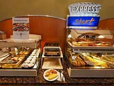 Inn Buffet Hours by H 244 Tel Inn Express Qu 233 Bec Ouest Hotels