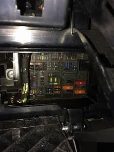 fusible allume cigare bmw serie 1 ou se trouve la boite a fusible bmw 118d goulotte protection cable exterieur