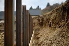 haus am hang bauen stützmauer fundament in hanglage anlegen 187 das ist zu beachten
