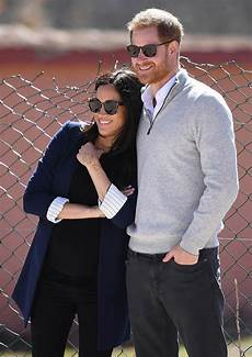 schwanger trotz regel meghan markle and prince harry s royal pda pair got
