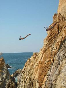 file cliffdivers in la quebrada acapulco guerrero mexico jpg wikipedia