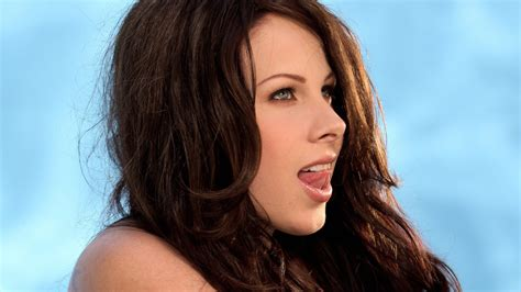 Gianna Michaels Taps Out
