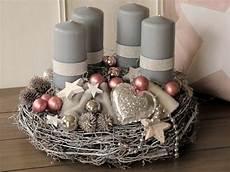 aufwendig gestalteter adventskranz komplett in grau und