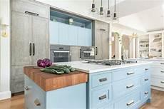 couleur meuble cuisine 62912 1001 fa 231 ons originales d adopter la cuisine bleue