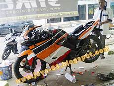 Variasi Motor Revo by Java 88 Cutting Stiker Honda Tiger Revo