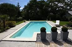 plage piscine en galet