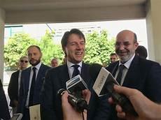 il presidente consiglio dei ministri periferie tutti contro conte lega e m5s all attacco di