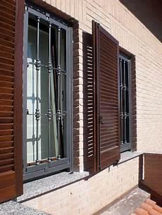 finestre e persiane foto serramenti e persiane in legno inferriate in ferro