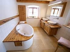 bad aus holz altholz b 228 der altholz bad und badm 246 bel als wellnessoase