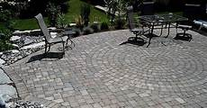 Circle In The Middle Of A Patio Landscaping Paving