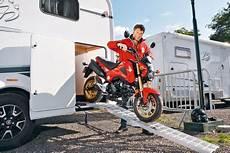 kleine garage für motorrad motorr 228 der f 252 r die wohnmobil heckgarage autobild de