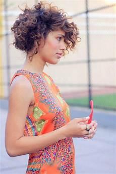 coupe cheveux courts bouclés coupes courtes pour femme les tendances de 2017