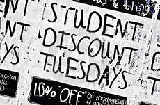 college student discounts museums fast food apple