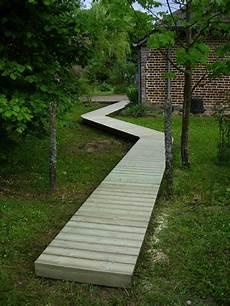 aménagement allée de jardin all 233 e en pin en 2019 jardins passerelle en bois et etagere jardin