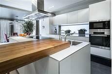 aménagement de cuisine am 233 nager une cuisine quelle couleur adopt 233 e