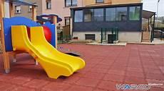 pavimento parco giochi pavimenti per esterni in gomma parco giochi