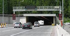Wie Verhalten Sie Sich Bei Einer Panne In Einem Tunnel - unfall im tunnel so verhalten sie sich im ernstfall