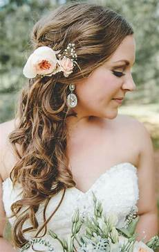 halboffene haare seitlich gesteckt mit pfingstrose