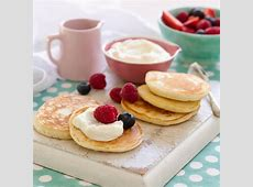 pikelets with berries_image