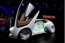 les voitures du futur toyota to test self driving talking cars by about 2020
