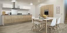 carrelage mur cuisine moderne cuisine murs blanc sol beige ros 233 plan travail gris