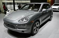 2014 Porsche Cayenne Platinum Edition Announced