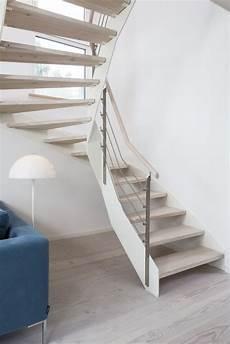 treppe holz weiß hpl treppe mit wei 223 er wange und relinggel 228 nder stufen und